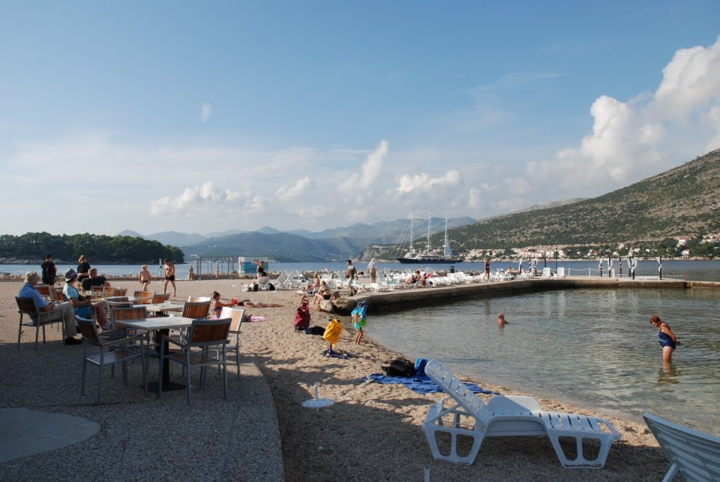 lapad beach copacobana