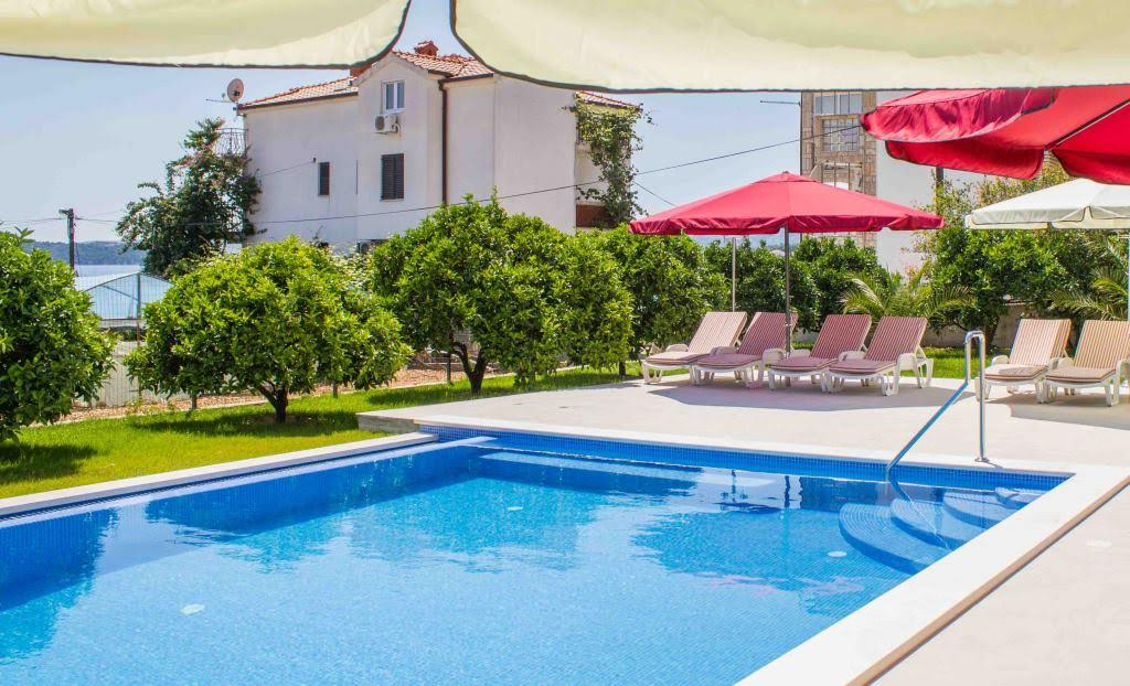 Trogir apartment pool