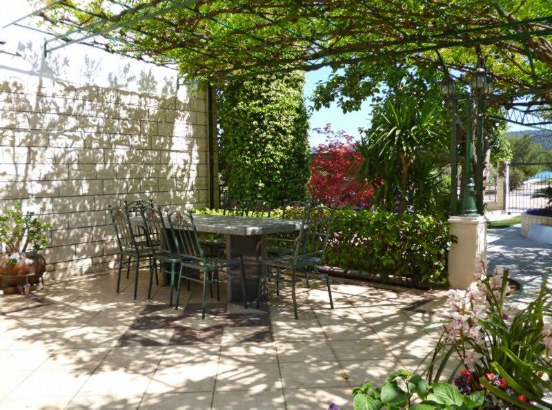 Trogir apartments terrace 01