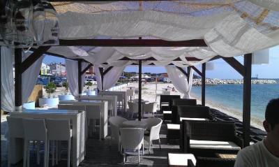 ЧупаКабра бар на пляже Бадел в Фажане