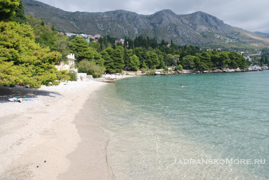 Песчано-галечный пляж Сребрено