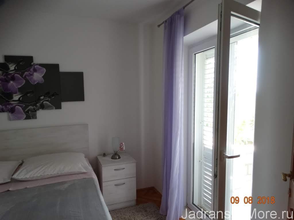 Спальная комната с выходом на террасу