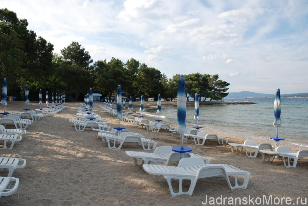 Песчаный пляж Цриквеницы в июне