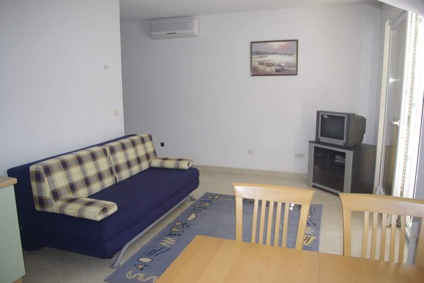 Drvenik apartment living room 01