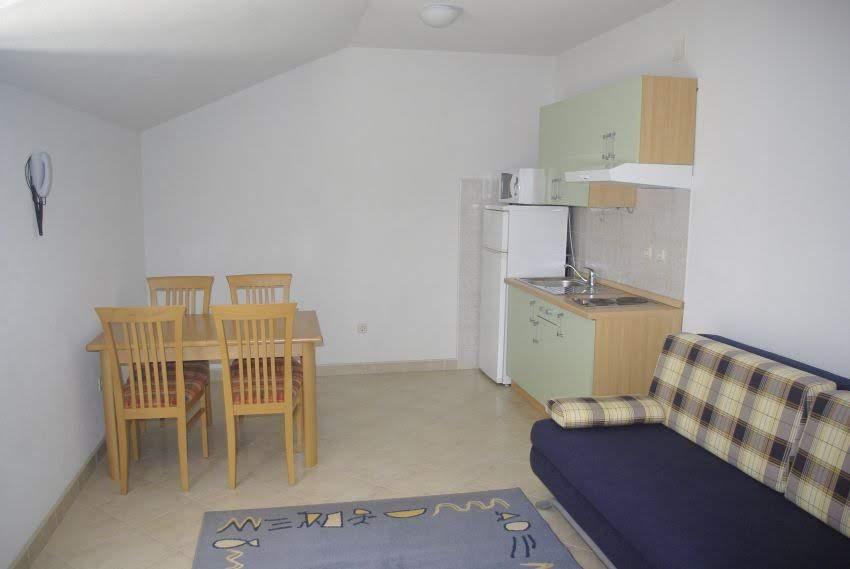 Drvenik apartment living room 02