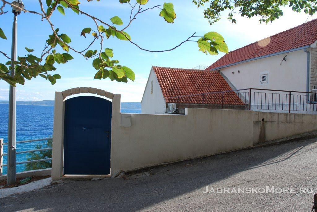 Pisak house near sea