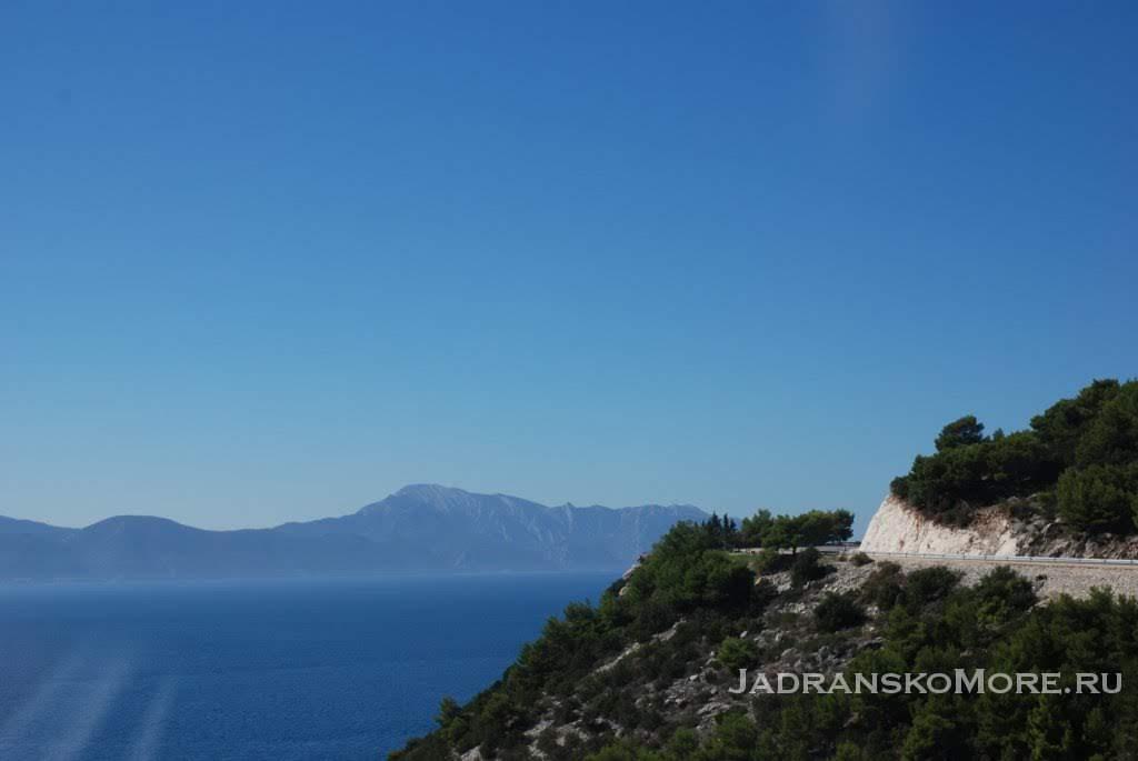 Road Gradac-Mlini sea view