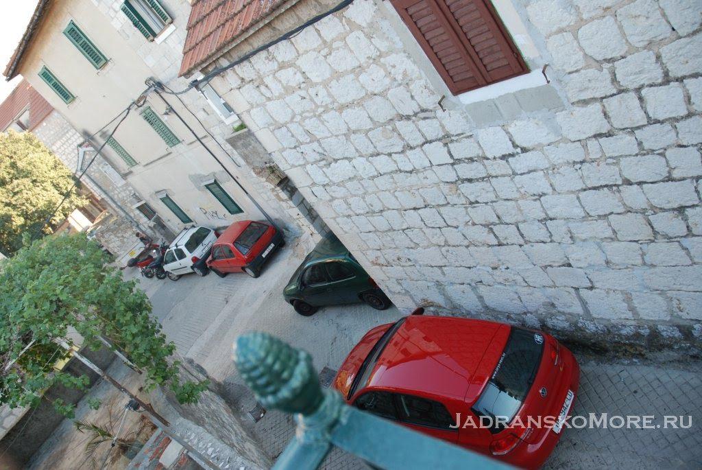 Split apartment narrow street