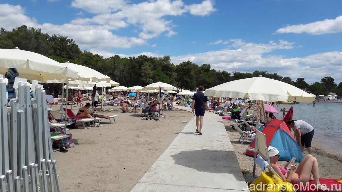 Zaton Holiday Resort beach 01
