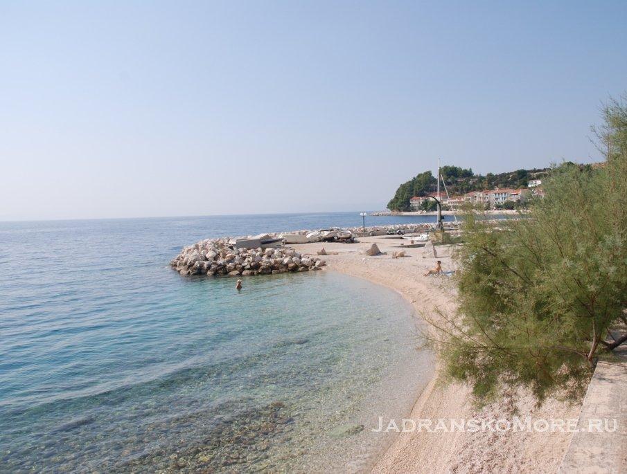 Пляж в Чакле (Подгора)
