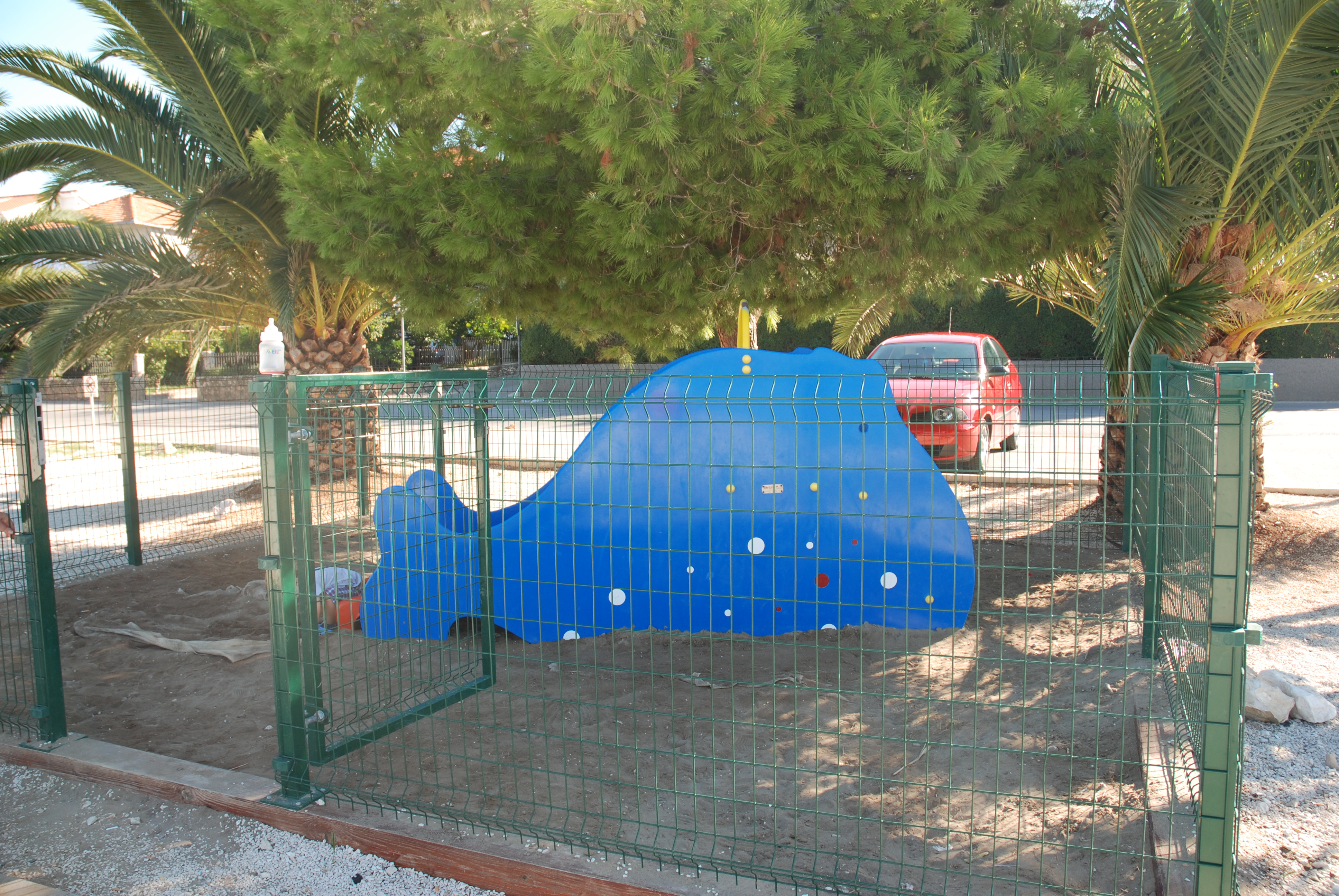 Детская площадка. Вернее - площадочка:)