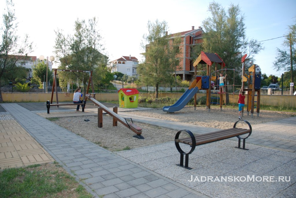 Petrcane_playground_center
