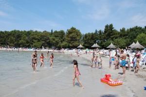 Пляж комплекса Пайн Бич (Pine Beach) в Пакоштане
